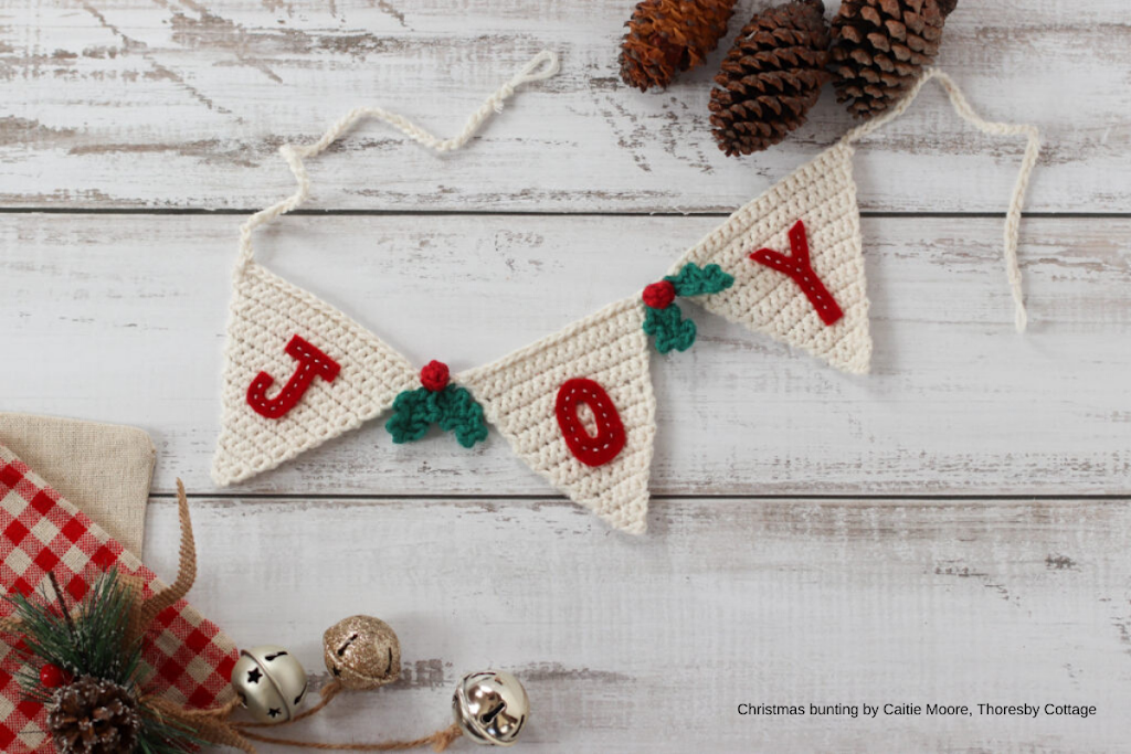 thoresbycottage.com - festive-decor-free-christmas-bunting-crochet-pattern