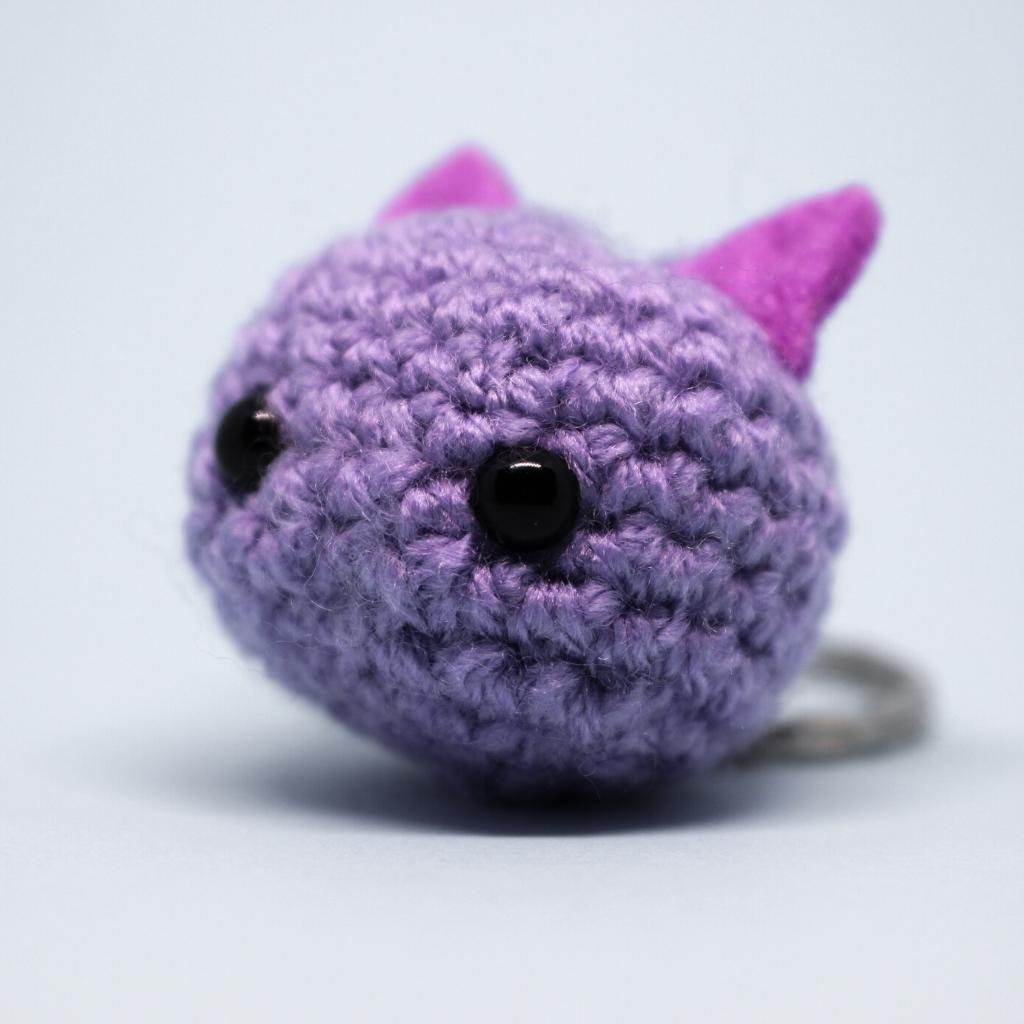 Amigurumi gato roxo