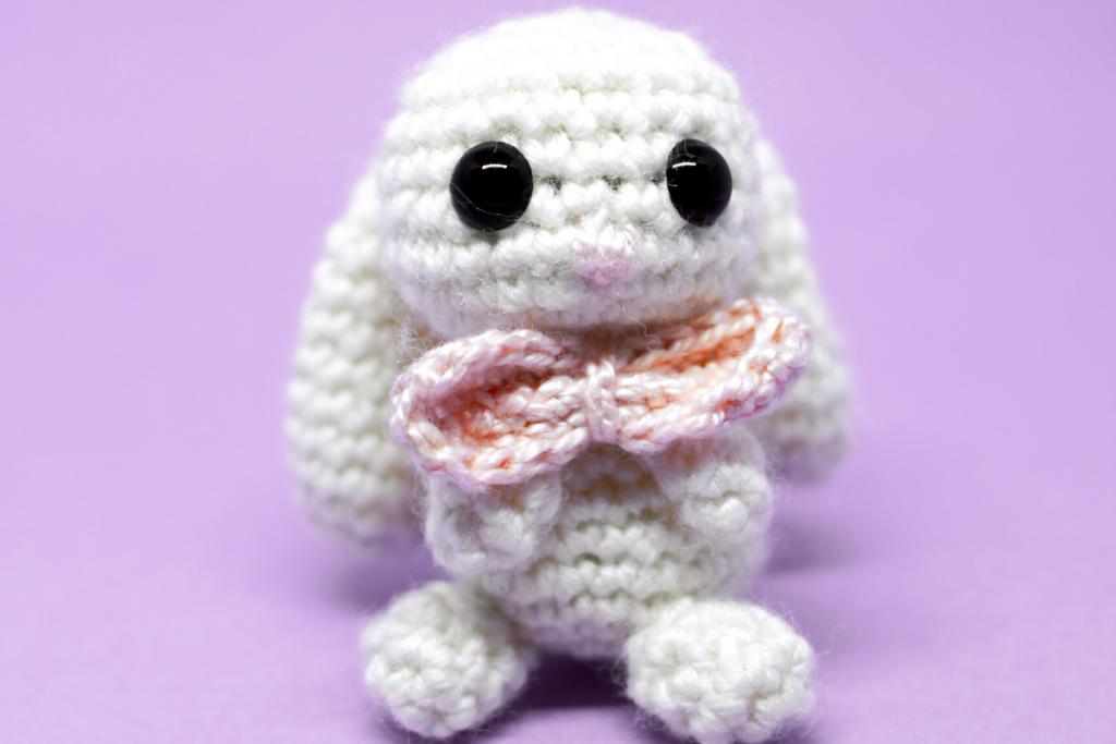 amigurumi coelho branco com lacinho rosa